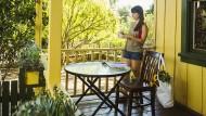 Typisch amerikanisch: Daheim das Holzhaus mit Veranda, und drinnen kochen die Eltern.