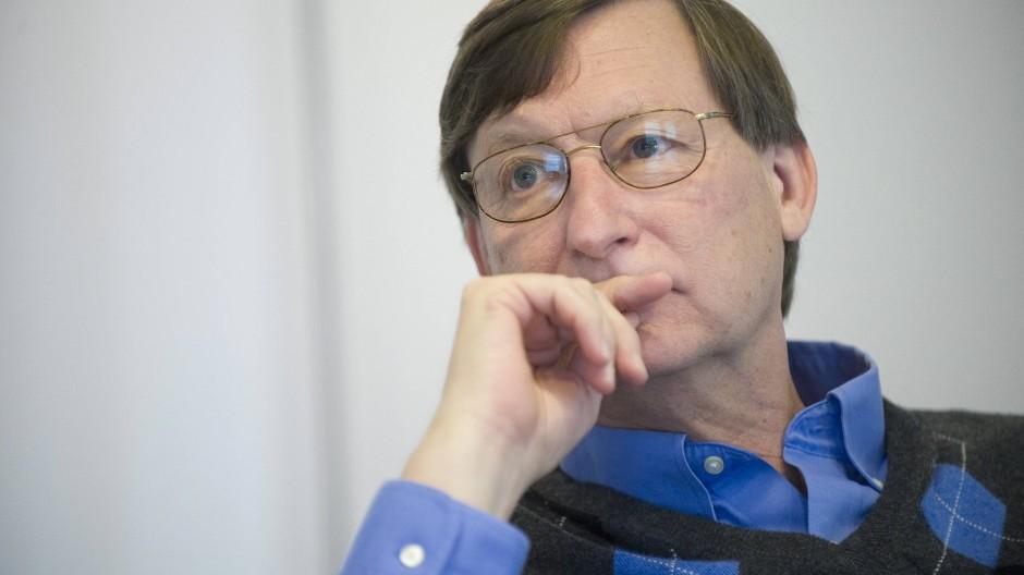 Der Chef-Ökonom von Google, Hal Varian, sieht der sich entwickelnden Arbeitsteilung zwischen Menschen und Robotern eher entspannt als besorgt zu.