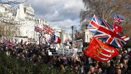 Wie geht es weiter? Pro-Brexit-Demonstrationen am Sonntag vor dem Parlament - beide Lager machen derzeit mobil.