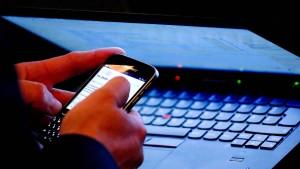 Ist es paranoid, die eigene Webcam abzukleben?