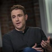 Vorstandschef Stewart Butterfields Unternehmen Slack steht in direkter Konkurrenz zu Microsoft. Doch gerade jetzt will er sich nicht nur als Nutznießer der Krise zeigen.