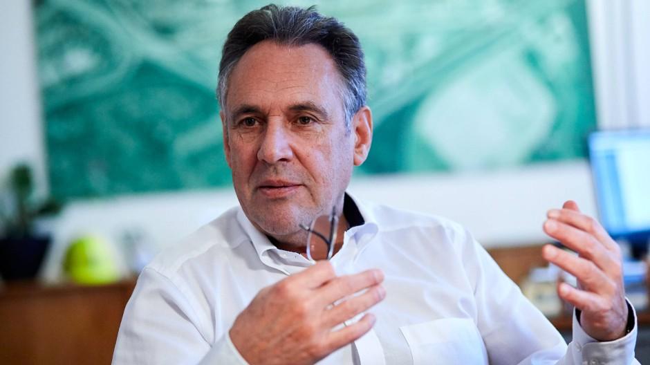 """Bereit, sich zu wandeln: """"Wir wollen nicht warten, bis der Markt uns zu Veränderungen zwingt"""", sagt der Aurubis-Vorstandsvorsitzende Jürgen Schachler."""