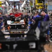 Der neue Antrieb der Automobilbranche: Einige BMW-Mitarbeiter montieren in einem Werk in Leipzig die Elektroautobatterien. Die Zahl der verwendeten Lithium-Ionen-Akkus wird wohl auch 2020 steigen.