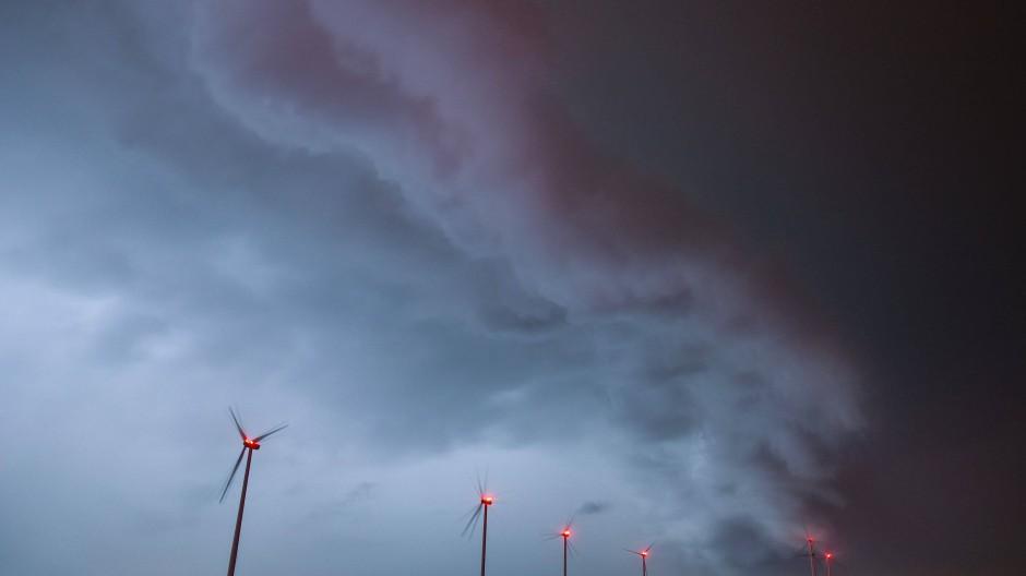 Keine guten Aussichten für die Windbranche: Bei der jüngsten Ausschreibung für Windräder konnte die Netzagentur nicht einmal die Hälfte der Fläche vergeben. Die komplexen Verfahren, aber auch hausgemachte Probleme bremsen das Wachstum der Hersteller.