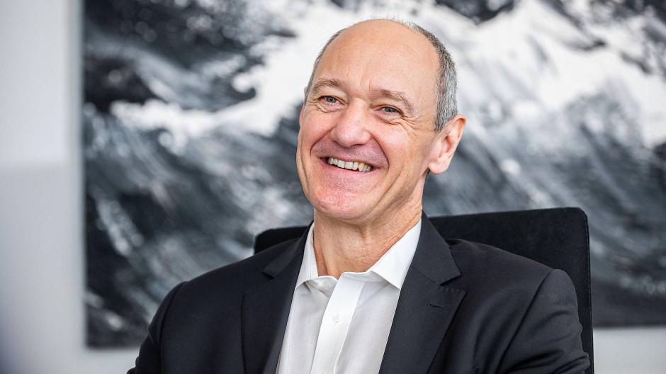Der promovierte Physiker Roland Busch, 1964 in Erlangen geboren, hat eine lupenreine Siemens-Karriere hinter sich.