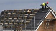 Geduldsprobe für Kunden: Auf dem Bau reicht der Auftragsbestand für durchschnittlich elf Wochen.