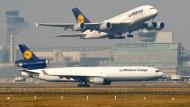 Trotz steigender Wirtschaftszahlen am Frankfurter Flughafen und einer florierenden Pharmabranche in Hessen: Die Wirtschaft dieses Bundeslandes hinkte zuletzt dem Bundesmittel hinterher