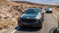 Die S-Klasse ist das meistverkaufte Luxusauto der Welt. Im Death Valley wurde das neue Modell erprobt - hier mit Tarnkappe