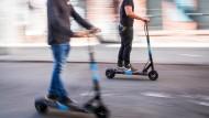 Einführung nicht ohne Kontroversen: Beschwerden wegen rücksichtslosen E-Scooter Fahrern und unrechtmäßigen Parken trudelten schnell nach der Einführung ein.