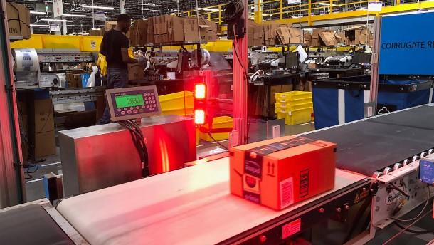 Wenn der Roboter das Amazon-Paket fertig macht
