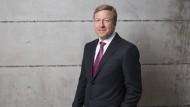 Seit fast 30 Jahren ist er bei BMW, nun hat der Posten des Produktionschefs einmal mehr als Königsmacher fungiert: Oliver Zipse wird künftig der Vorstandsvorsitzende des Autoherstellers sein.