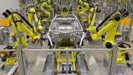 Gelbe Helfer: Der vormals deutsche Roboterhersteller Kuka ist jetzt in chinesischer Hand.