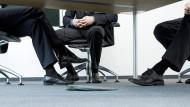 Rivalität am Arbeitsplatz ist bei weitem keine Seltenheit – kann den Arbeitsalltag jedoch schnell unangenehm machen.