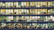 Mitarbeiter gesucht: Unternehmen müssen um ihr Personal künftig buhlen