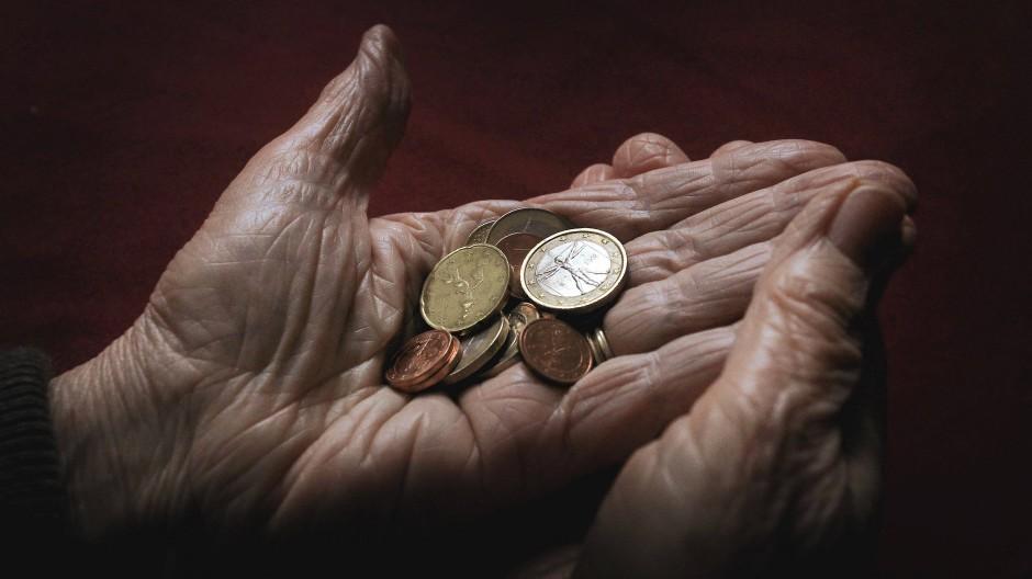 Armut im Alter: In Deutschland ist das gerade ein Dauerthema. Zurecht?