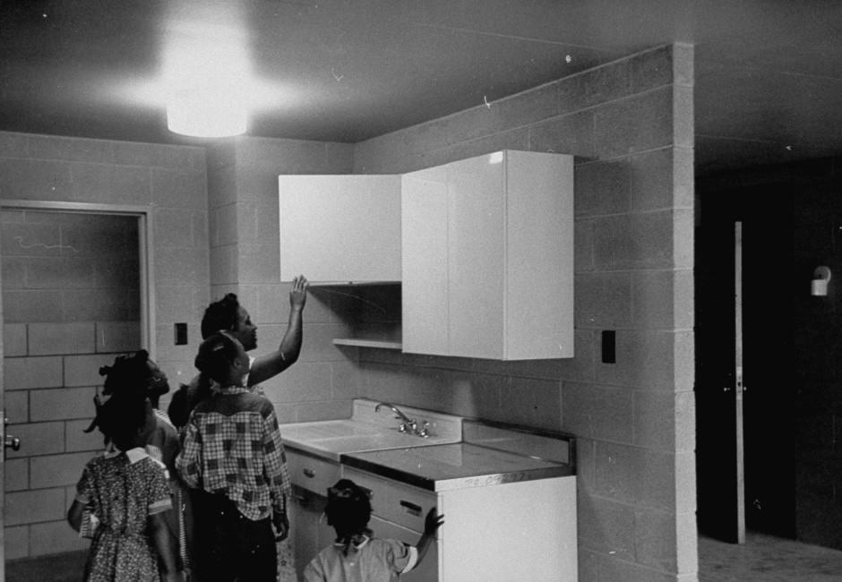 Nackte Wände: Wohnungsbau für schwarze Familien in Chicago