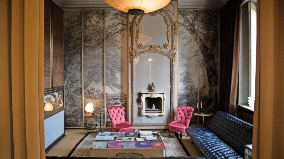 Familiär: Die pinkfarbenen Sessel stammen aus Mollinos Elternhaus, das er zeitlebens bewohnt hat.