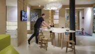 """Passt sich dem Leben an: Die """"elastische Wohnung"""" kann nach Bedarf auch einmal mehr Menschen aufnehmen."""