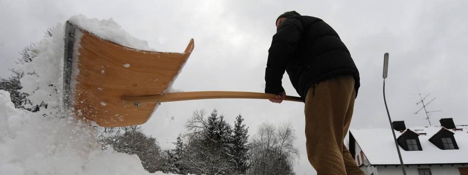 wann eigent mer und mieter schnee schippen und streuen m ssen. Black Bedroom Furniture Sets. Home Design Ideas