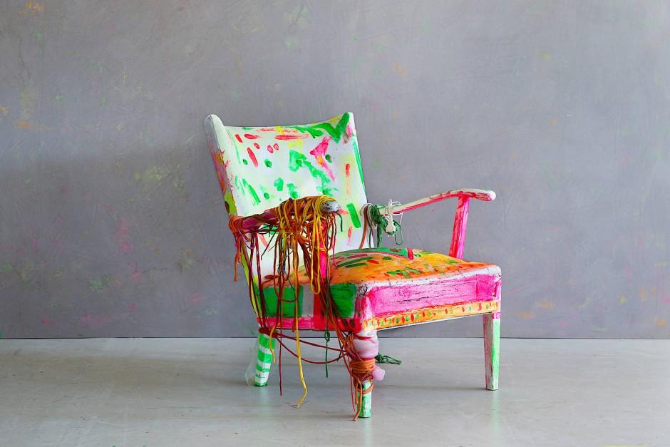 Bunter geht's nicht: Ein Sessel in Neonfarben