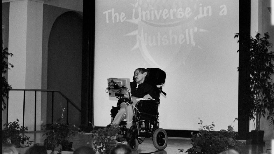 """Stephen Hawking auf der Konferenz """"String 99"""" in Potsdam"""