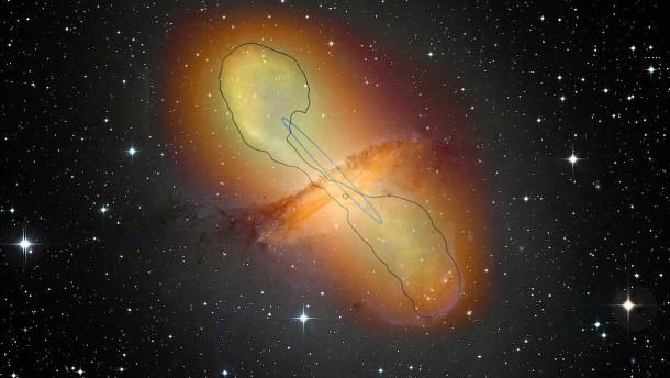 Schwarzes Loch als gigantische Teilchenkanone