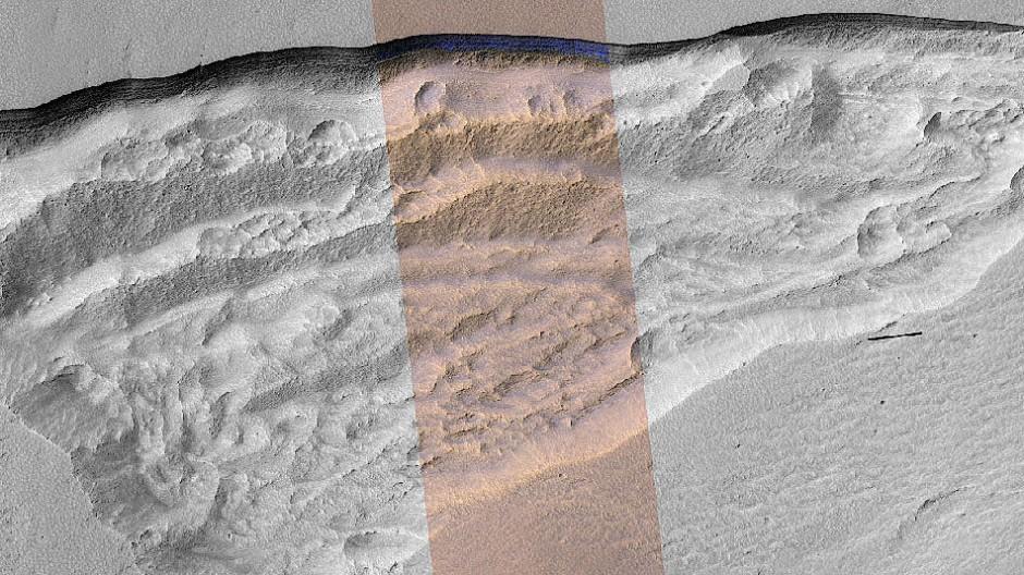 Reservoir für künftige Marsbesiedler? Der Eispanzer wurde am 11. Januar 2018 fotografiert.  Zu sehen ist im Foto ein gut 500 Meter breiter Ausschnitt der Eiskante, die sich von Ost nach West erstreckt.