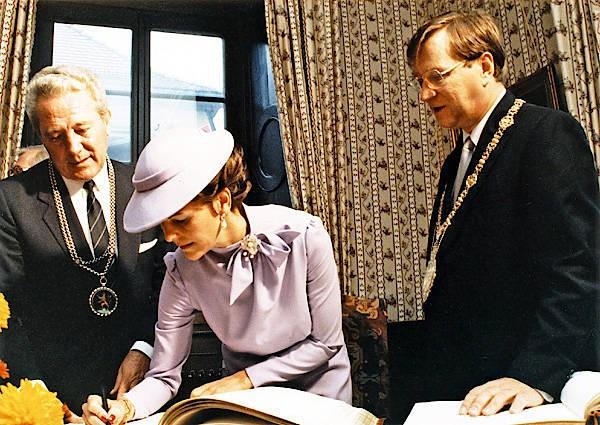 Empfang der Ehrengäste vor dem Festakt zur 600-Jahr-Feier der Universität Heidelberg am 18.10.1986: Oberbürgermeister Reinhold Zundel, Königin Silvia von Schweden, Rektor Gisbert zu Putlitz,