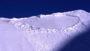 Risse im Schnee