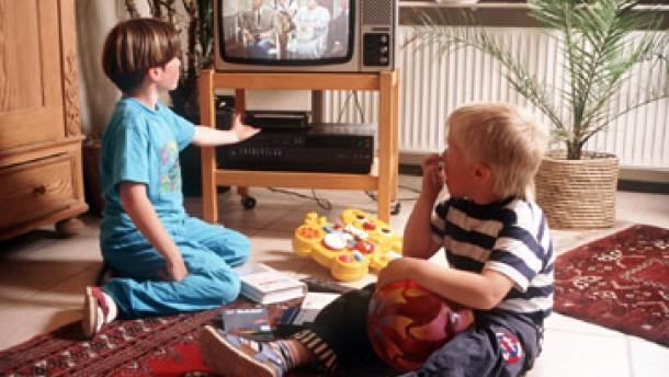 gesundheit zuviel fernsehen macht kinder krank. Black Bedroom Furniture Sets. Home Design Ideas