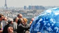 Da hatte man noch Spaß miteinander: Ex-IPCC-Chef Rajendra Pachauri in Paris im Jahre 2008 - als frisch gebackener Friedensnobelpreisträgger und noch vor den großen Skandalen und dem klimapolitischen Gau in Kopenhagen.