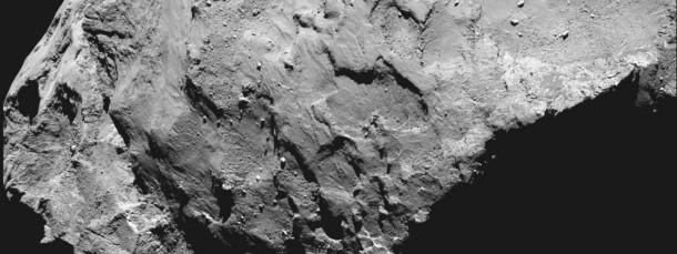 """Das Kreuz zeigt den Landeplatz für """"Philae"""". Das Bild wurde mit der Rosetta.Kamera Osiris aus einer Entfernung von rund 50 Kilometern aufgenommen."""