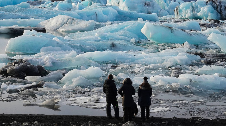 Beobachter des Wandels: Eisberge in der Gletscherlagune Jökulsarlon im Süden Islands.