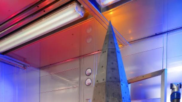 Raumgleiter mit scharfen Ecken und Kanten