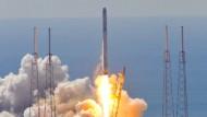 Noch zeichnet sich nichts ab von der Explosion: Die Schicksalsrakete Falcon9 kurz nach dem Start am 28. Juni.
