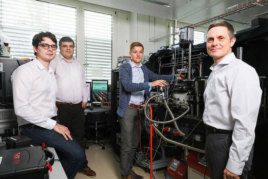 Die Forscher um Andras Kis (rechts) von der EPFL: Alberto Ciarrocchi, Ahmet Avsar, Dmitrii Unuchek (von links)