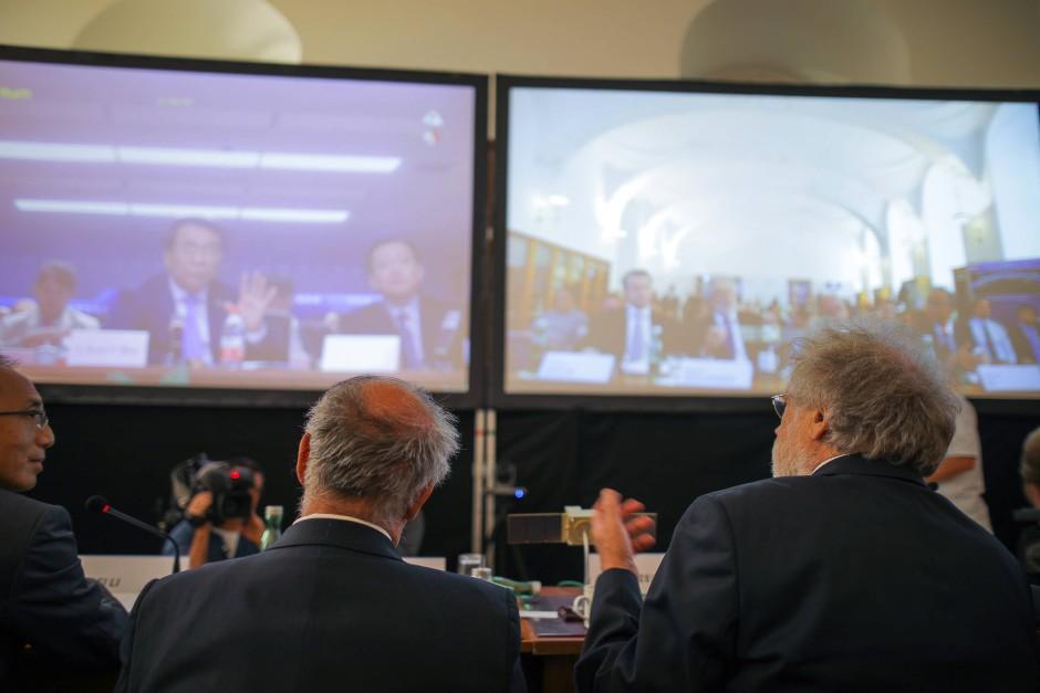 Vertrauliche Videokonferenz zwischen Wien und Peking: Nur wer über den richtigen Quantenschlüssel verfügt, kann an dem Gespräch auch teilnehmen und die Videobilder sehen.