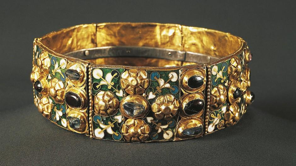 Sollten an diesem prächtigen Reif vielleicht doch noch ein paar Fitzelchen urgermanischer DNA kleben? Die Eiserne Krone der Langobarden wird im Dom von Monza verwahrt.