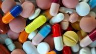 Pillen und Nahrungsmittel: Was passt zusammen, was nicht?