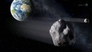 Die Erde hat seit hundert Jahren einen kleinen Begleiter.
