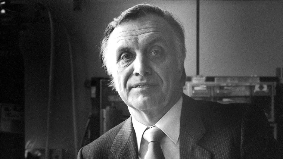 Hans-Joachim Queisser in seinem Institut in Stuttgart 1986