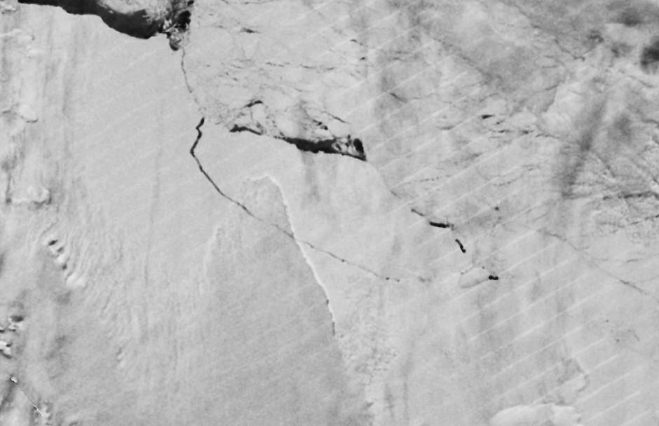 Nasa-Satellitenaufnahmen von heute, 12. Juli: Der Eiskoloss A68 hat sich vom Larsen-C-Schelf abgelöst.