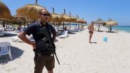 Wer will hier noch in der Sonne liegen? Der Strand von Sousse in Tunesien nach der Terrorattacke am 27. Juni 2015.