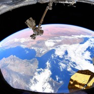 Blick auf die Erde von der Internationalen Raumstation (ISS): Hier sollen die Astronauten planmäßig am morgigen Sonntag eintreffen.
