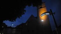 Wo Gaslaternen durch LED ersetzt werden sollen, gibt es häufig Proteste. Wenn sie erst mal installiert sind, wie in der Erfurter Andreasstraße, sind viele Anwohner ganz zufrieden.