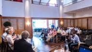 Pressekonferenz in Lindau: Links Steven Chu, Physik-Nobelpreisträger und  ehemaliger amerikanischer Energieminister.