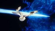"""Wo nie ein Mensch zuvor gewesen ist: Damit die USS-Enterprise NCC-1701 im fünften Kinofilm """"Am Rande des Universums"""" nicht in die Hände von Klingonen fällt, muss Captain Kirk sie zerstören. Die Fortbewegung des Raumschiffes durch den """"Warp-Antrieb"""" trat eine Reihe wissenschaftlicher Publikationen los."""