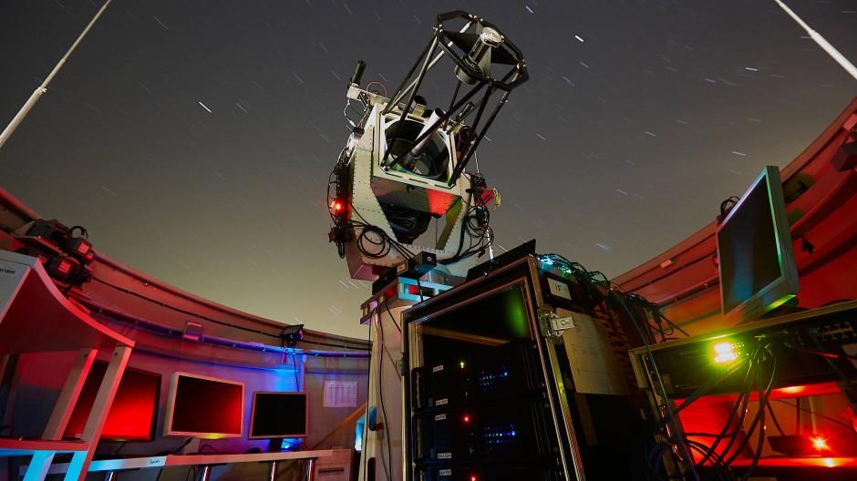 Dieses Teleskop des Deutschen Zentrums für Luft- und Raumfahrt in Oberpfaffenhofen soll bald erste verschlüsselte Botschaften eines europäischen Quantensatelliten empfangen.