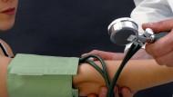 Herzpatienten überleben, wenn der Arzt beim Kongress ist