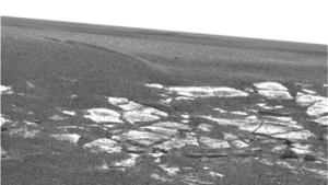 Opportunity sitzt in einem flachen Krater